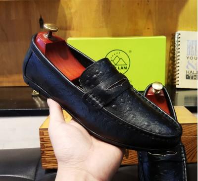 Giày lười da bò vân đà điểu màu đen